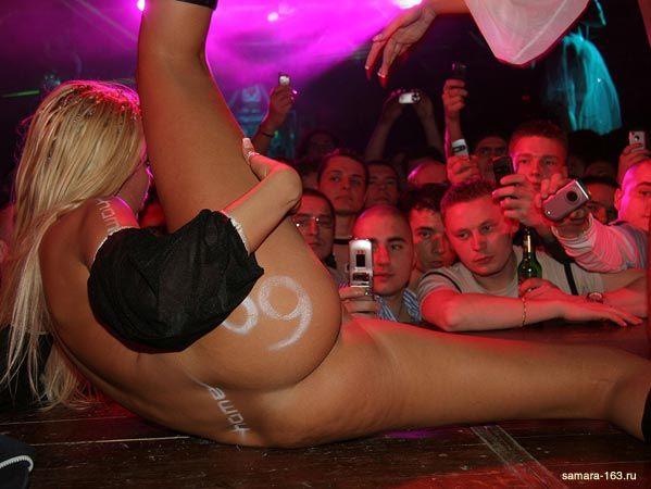 голые девушки фото в клубе